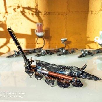 Кованый подарок #073 -Подставка под ручку (символ 2020г - белая металлическая крыса)