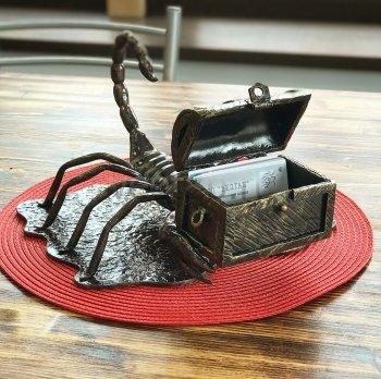 Кованый подарок #041 (Кованная визитница скорпион)