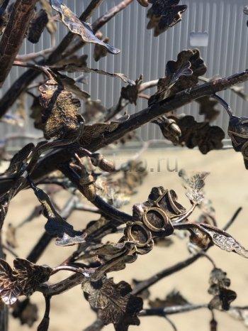 """Кованый подарок #021 (Кованое дерево -""""дуб"""") с листьями гравированными под заказ надписями"""
