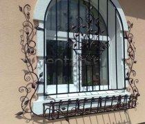 Кованные решетки на окна #9