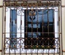 Кованные решетки на окна #8