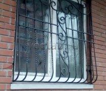 Кованные решетки на окна #73