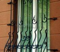 Кованные решетки на окна #65