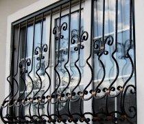 Кованные решетки на окна #61