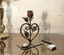 Кованый подарок #122 Роза в сердце с подсвечником