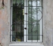Кованные решетки на окна #75