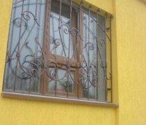 Кованные решетки на окна #76