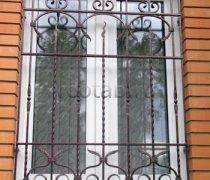 Кованные решетки на окна #78