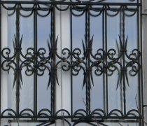 Кованные решетки на окна #92