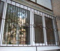 Кованные решетки на окна #94