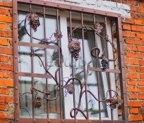 Кованные решетки на окна #95
